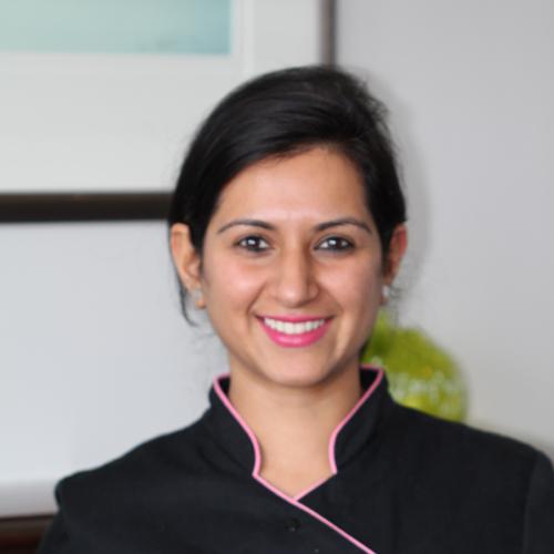dr aakriti bhola dentist